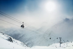 Estância de esqui nas montanhas do inverno Fotografia de Stock