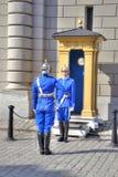 Estocolmo Cambio del guardia cerca de Royal Palace Imagen de archivo libre de regalías