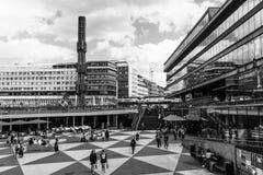 ESTOCOLMO, SUECIA - CIRCA 2016 - Ergels Torg Estocolmo Mas Tok es el distrito principal de las compras en Estocolmo fotografía de archivo libre de regalías