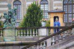 ESTOCOLMO, SUECIA - 20 DE AGOSTO DE 2016: Guardias reales suecos del hon Fotos de archivo libres de regalías