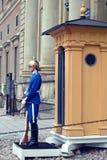 ESTOCOLMO, SUECIA - 20 DE AGOSTO DE 2016: Guardias reales suecos del hon Fotos de archivo
