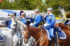 ESTOCOLMO, SUECIA - 20 DE AGOSTO DE 2016: Guardias reales suecos en hor Imágenes de archivo libres de regalías