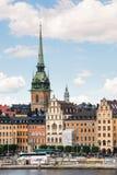 ESTOCOLMO, SUECIA - 14 DE JULIO DE 2017: Visión sobre Gamla Stan Old Town con la iglesia alemana en Estocolmo, Suecia imagen de archivo