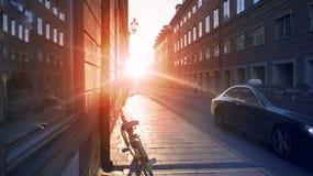 Estocolmo, Suecia - la foto usual de Lafestyle Calles del distrito financiero Puesta del sol escénica, efecto luminoso Tono, sele imagenes de archivo