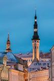 estonia Europa här town för många besök medeltida nu gammal tallinn turister Gammalt medeltida torn av staden Hall On Blue Sky Ba Arkivfoto