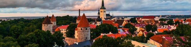 estonia tallinn Flyg- sikt av den gamla staden Arkivfoton