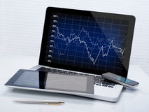 Estoques do negócio em dispositivos móveis Fotos de Stock Royalty Free