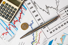 Estoques e dinheiro de troca Imagens de Stock