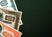 Estoques no fundo verde foto de stock royalty free