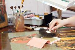 Estoration do ícone velho com folha de ouro Imagem de Stock Royalty Free