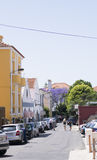 Estoril peu de rue l'heure d'été, ville colorée l'heure d'été Image stock