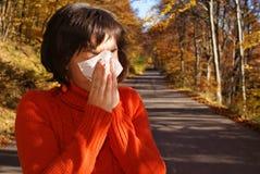 Estornudo bonito de la mujer Imagen de archivo