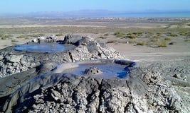 Estourando os vulcões da lama da bolha, Gobustan Azerbaijão imagem de stock