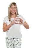 Estoy en amor. Muchacha que hace el corazón con los dedos. Fotos de archivo libres de regalías