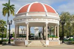 Estrad i plazaen Jose Marti på Cienfuego arkivfoton