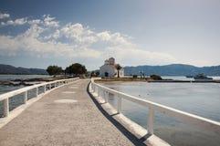 Estrada à igreja na ilha de Elafonisos imagens de stock royalty free