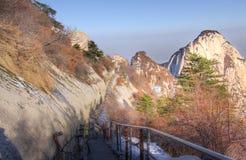 Estrada à montagem do pico norte huashan Fotos de Stock