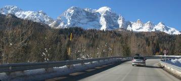 Estrada à montanha imagens de stock royalty free