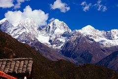 Estrada à montanha tibetana fotos de stock royalty free