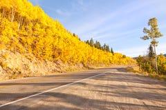 Estrada à passagem da independência em Colorado fotografia de stock