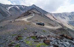 Estrada à passagem de montanha Imagens de Stock Royalty Free