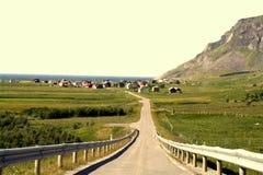 Estrada à vila fotografia de stock