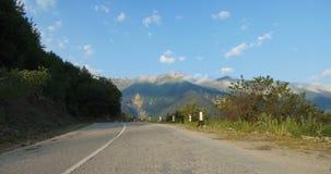 Estrada à vila Geórgia de Mestia Ushguli filme