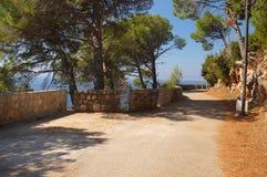 A estrada às caminhadas românticas ao longo do litoral Foto de Stock Royalty Free
