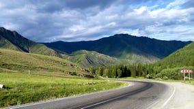 Estrada às montanhas Imagens de Stock