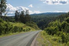 A estrada às montanhas de Ural Foto de Stock