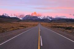 Estrada às montanhas patagonian Fotografia de Stock Royalty Free