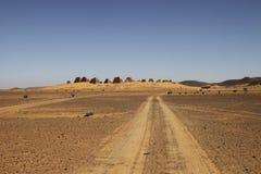 Estrada às pirâmides das réguas de Kushite em Meroe Imagens de Stock