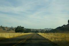 A estrada adiante Fotografia de Stock Royalty Free