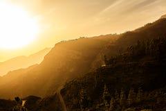 Estrada adiante e o por do sol Imagem de Stock