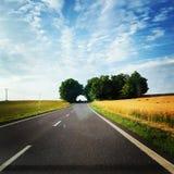 Estrada agradável através da natureza Fotografia de Stock Royalty Free