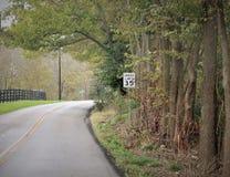 Estrada alinhada árvore foto de stock
