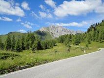 Estrada alpina perto de Ampezzo, Itália Imagens de Stock Royalty Free