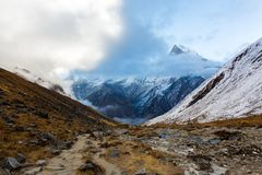 Estrada ao acampamento base de Annapurna, Himalayas, reserva de Annapurna, Nepal imagem de stock royalty free