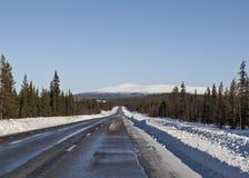 Estrada ao as montanhas Fotos de Stock Royalty Free