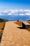 Estrada ao céu azul no console de Madeira Foto de Stock Royalty Free