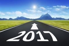 Estrada ao horizonte com o número 2017 ilustração stock
