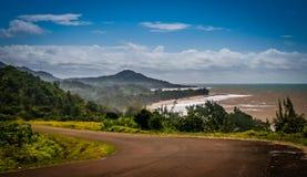 Estrada ao longo da costa de Madagáscar Imagens de Stock