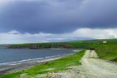 Estrada ao longo da costa norte de Islândia Foto de Stock
