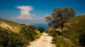 A estrada ao mar O Mar Negro Crimeia, sobre Feodosiya Imagem de Stock Royalty Free