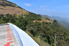 Estrada aos montes de Meghamalai com curvaturas do gancho de cabelo fotos de stock royalty free