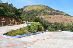 Estrada aos montes de Meghamalai com curvaturas do gancho de cabelo foto de stock royalty free