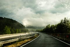 Estrada após a chuva fotografia de stock