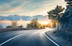 Estrada asfaltada bonita na noite Imagens de Stock