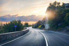 Estrada asfaltada bonita na noite Imagens de Stock Royalty Free