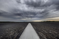 Estrada asfaltada Céu do trovão Deserto Borrão de movimento Fotos de Stock Royalty Free